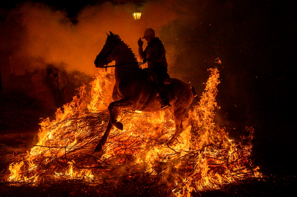 "NAGYÍTÁS ÉV KÉPEI A horseman jumps over a bonfire in the village of San Bartolome de Pinares in the province of Avila in central Spain, during the opening of the traditional religious festival ""Luminarias"" in honour of San Antonio Abad (Saint Anthony), pa"