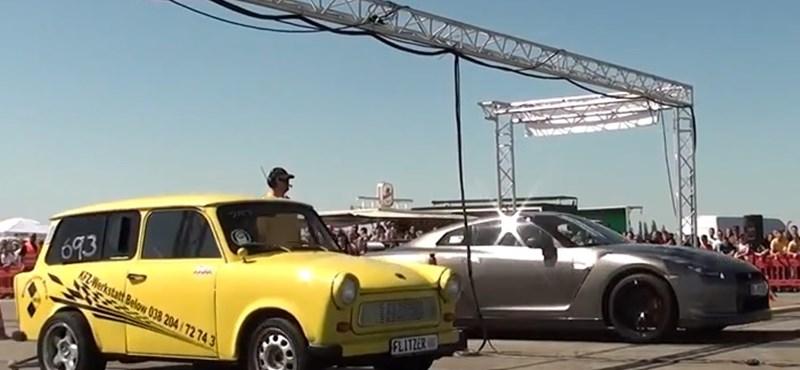 Így leckézteti a papírjaguár a Nissan GT-R-t - videó