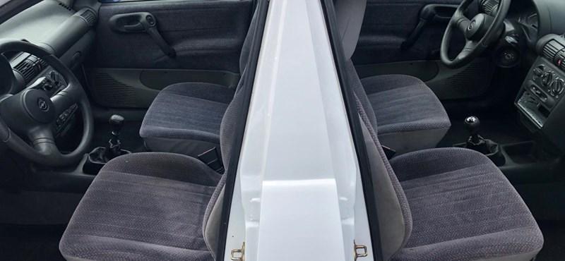 Eladó egy kétfejű Opel Corsa
