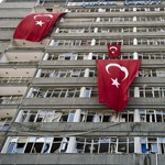 Újabb 25 újságírót küldenek börtönbe a török puccskísérlet