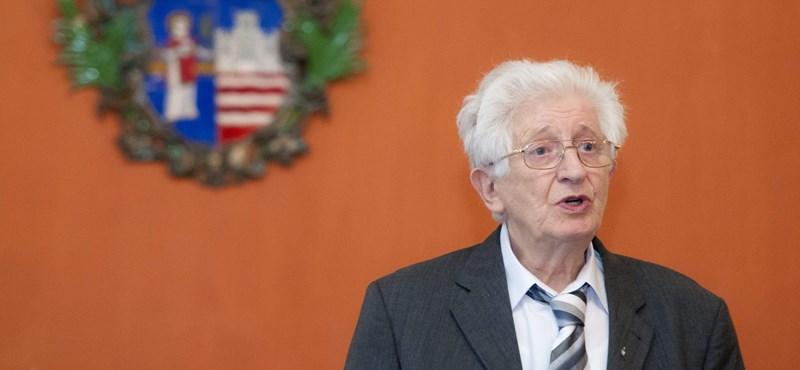 Elhunyt Wacha Imre nyelvész, beszédtanár
