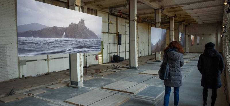 Westeros fantáziavilágáról készült festményekből nyílt kiállítás Berlinben