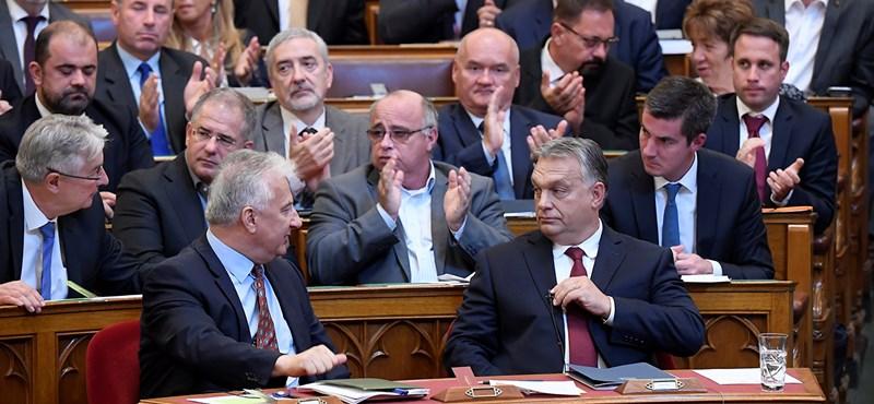 A Fidesz nagyágyúi hallgattak, de volt, aki egy mondatért 1 milliót kapott