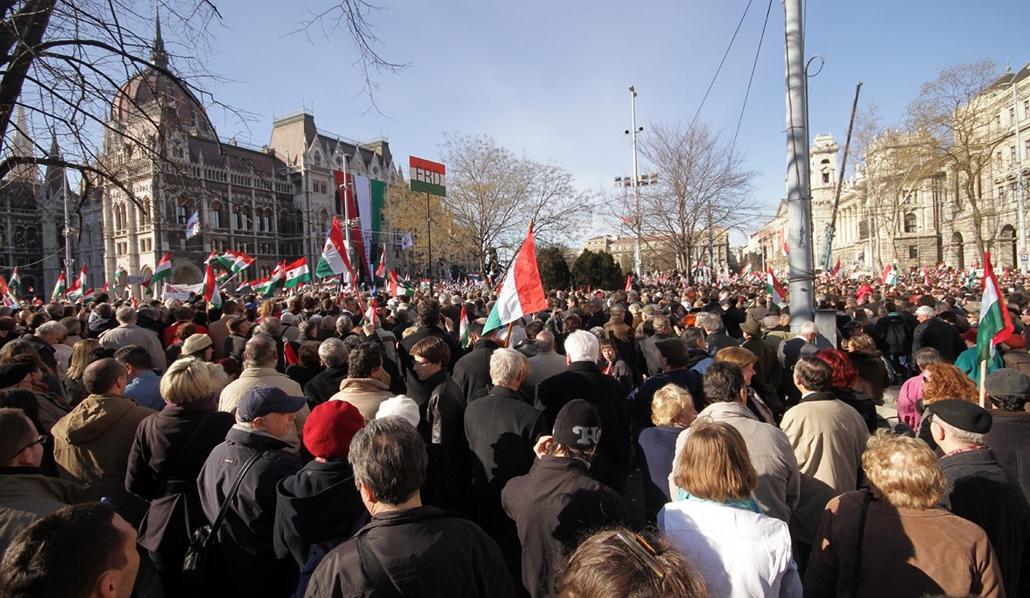 március 15 - békemenet