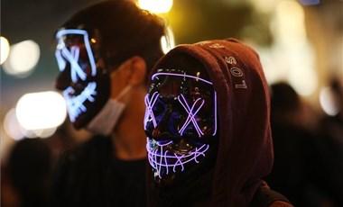 Letiltott technológiával mennek neki a hatalomnak a tüntetők