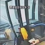Ez a férfi lopta el a 25-ös busz sofőrjének a táskáját