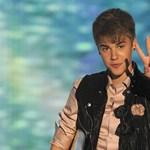 Justin Bieber megint elütött egy lesifotóst