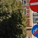 Januártól beperelhet egy közlekedési táblát is