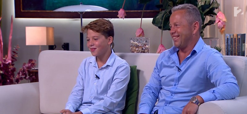 Tönkláb, úszógumi, húskar – így minősítgette élő adásban Schobert Norbi a saját fiát