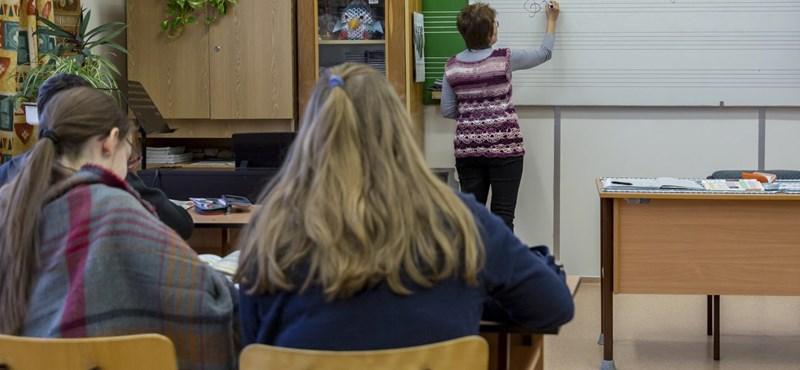 """""""Kész átverés show"""" – Tényleg akkora siker a pedagógus-életpályamodell?"""
