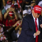 """Biden szerint Trump a legyőzendő vírus, az elnök újabb négy évre készül a """"csodálatos"""" Fehér Házban"""
