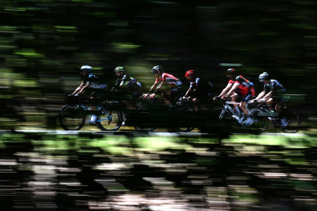 afp.16.07.06. - A francia Cyril Gautier, Florian Vachon, a lengyel Bartosz Huzarski, a belga Thomas De Gendt, Greg Van Avermaet és Serge Pauwels a 103. Tour de France profi országúti kerékpáros körverseny Limoges and Le Lioran közötti szakaszán július 6-á
