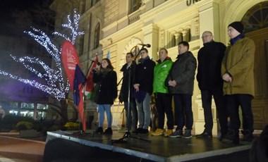 Ezren mentek az utcára Szegeden, hogy a kormány ellen tüntessenek