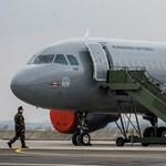 """Stewardesst keres a honvédség a """"nem kormánygépekre"""""""