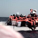 Tengerből kimentett menekültekkel kezdett kampányolni egy világhírű divatcég