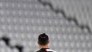 Több száz millió eurós mínuszt okozott a világ labdarúgásában a leállás