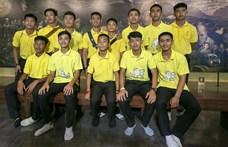 Megmenekülésük évfordulóját ünneplik a barlangból kimentett thaiföldi gyerekek