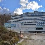 Üveghegyet épít Tiborcz a Dunakanyarban