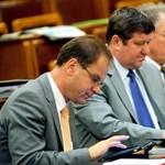 A politika és az iPad: papírkímélésre hivatkoznak