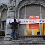 Meghekkelte a Fidesz-székházat a 4K!
