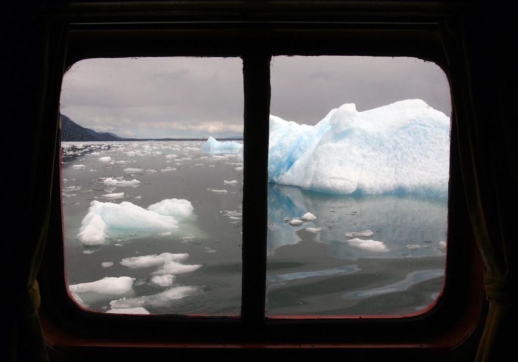 afp.07.10.29. Olvadó jégmező Észak-patagóniában. jégmező, jég, jégtábla, jéghegy, olvadó jégtábla, globális felmelegedés,