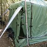 Az erdő közepén, egy sátorban termesztették a kendert a szegedi dílerek