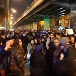 Nem tüntetni, hanem megemlékezni ment a brit nagykövet Teheránban