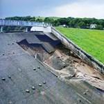 Átszakadt egy víztározó fala Angliában, az életveszély miatt kiürítenek egy kisvárost