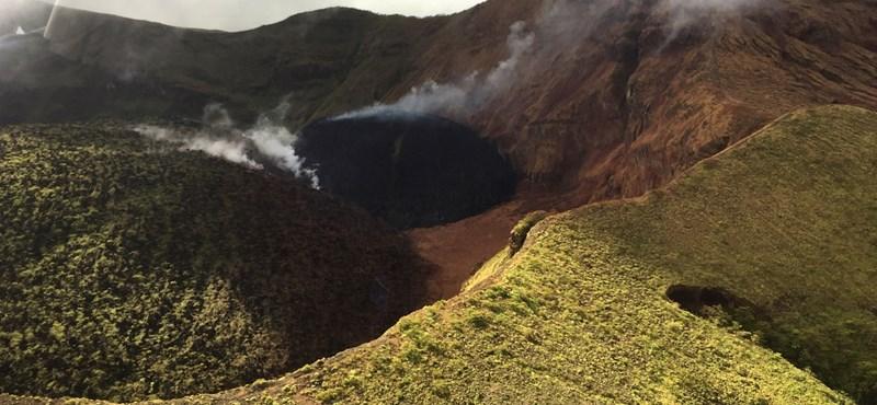 Kitört a La Soufriére vulkán, evakuálják Saint Vincent lakosait
