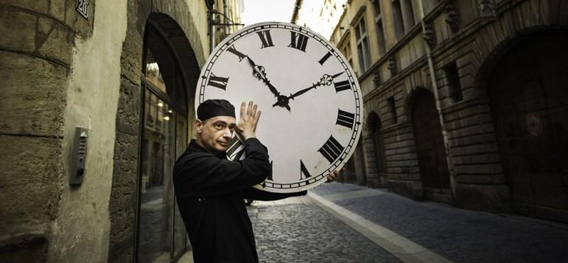 Zavarja az óraátállítás? Hamarosan egy gonddal kevesebb lesz