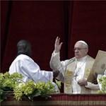 Azzal vádolják a pápát, hogy pedofil érseket fedezett