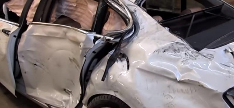 Élet a halál után: így pofoznak ki egy totálkáros 7-es BMW-t – videó