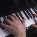 Börtön helyett zongoráznia kell annak a neurológusnak, aki a kutatási alapból sikkasztott