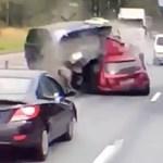 Horrorbaleset Oroszországban: letarolta a Range Rover a Mitsubishit – videó