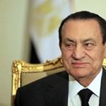 Négy napja nem eszik Hoszni Mubarak, csövön át táplálhatják