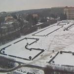 Valaki újra beletaposta a hóba Debrecenben az O1G feliratot