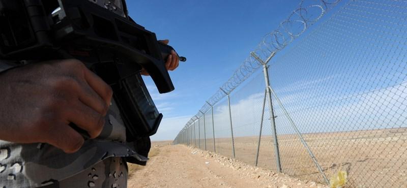 Szaúd-Arábia szárazföldi csapatokat küldene Szíriába