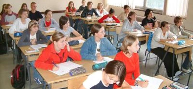 Fontos határidő jár le: ma estig lehet jelentkezni a központi középiskolai írásbelire