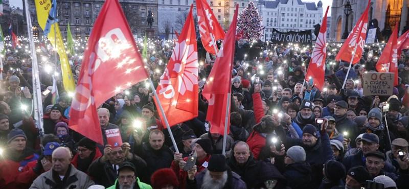Halvány vonulás követte a meggyőző tüntetést
