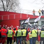 Sztrájksegélyt fizet a szakszervezet a sztrájkoló Audi-dolgozóknak