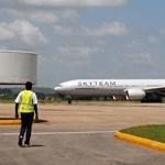 Egy párt vettek őrizetbe az Air France-járat kamubombája miatt