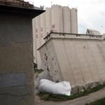 Videó: Egyszerűen az oldalára dőlt a felrobbantott miskolci malomépület