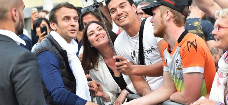 Végleges: Macron pártja tarolt a parlamenti választásokon