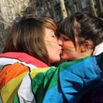 Konzervatív hallgatók zavarták meg a leszbikus csók-flashmobot az ELTE-n