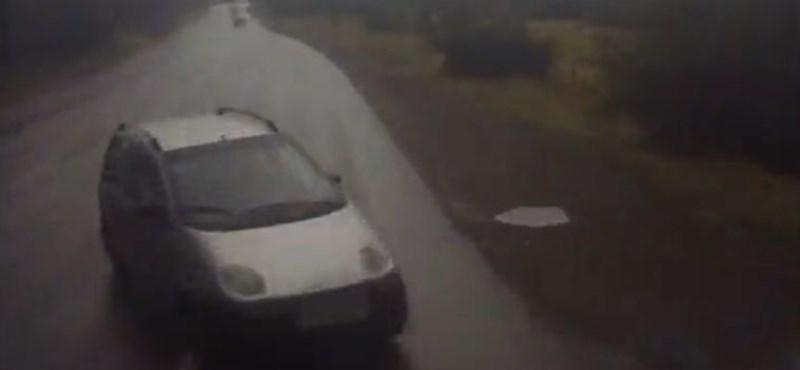 Videó: Így gázol át egy kamion egy Daewoo Matizon