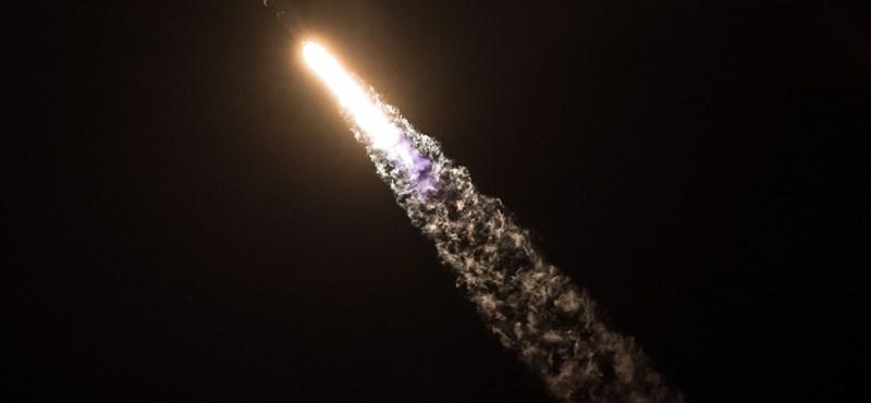 Nem semmi fotókat tett közzé a titkos műhold fellövéséről a SpaceX