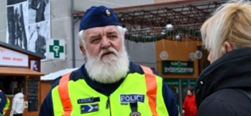 Rendőrnek öltözött Mikulás? Vagy egy igazi télapórendőr ad tanácsokat az utcán? - Fotók