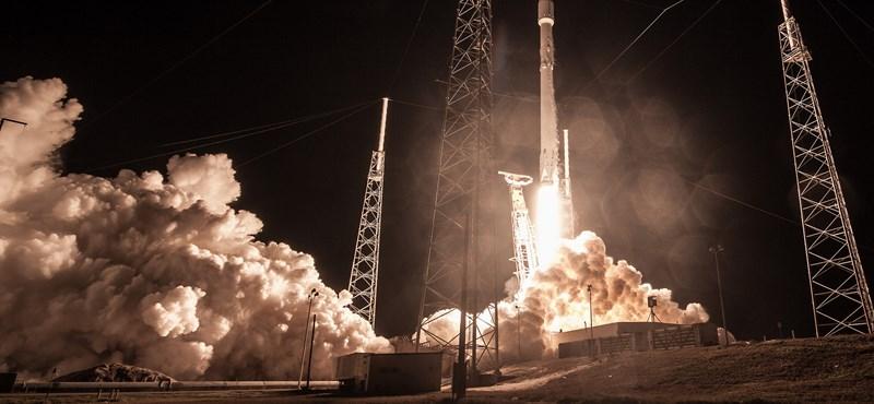 Megint kitalált valamit Elon Musk, olcsóbb lesz tőle a műholdak fellövése