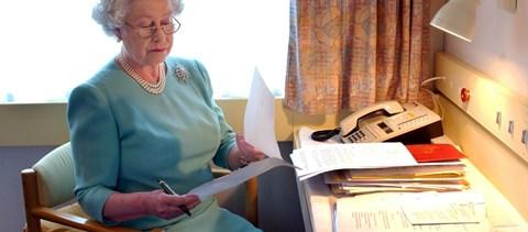 Vége, Erzsébet királynő is aláírta a Brexitet