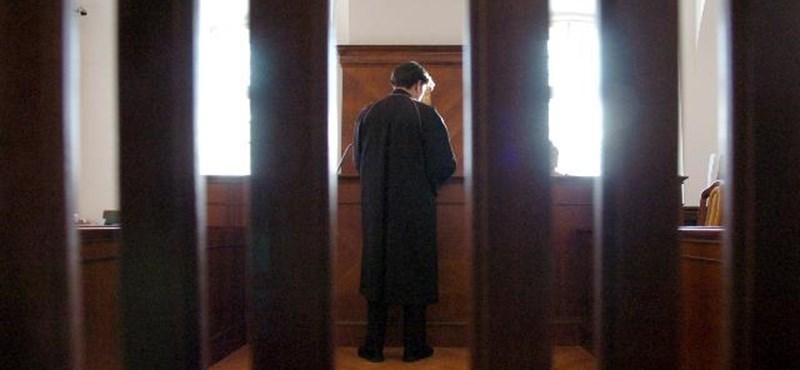 Ombudsman: változtatni kell az új ügyvédi eskü szövegén